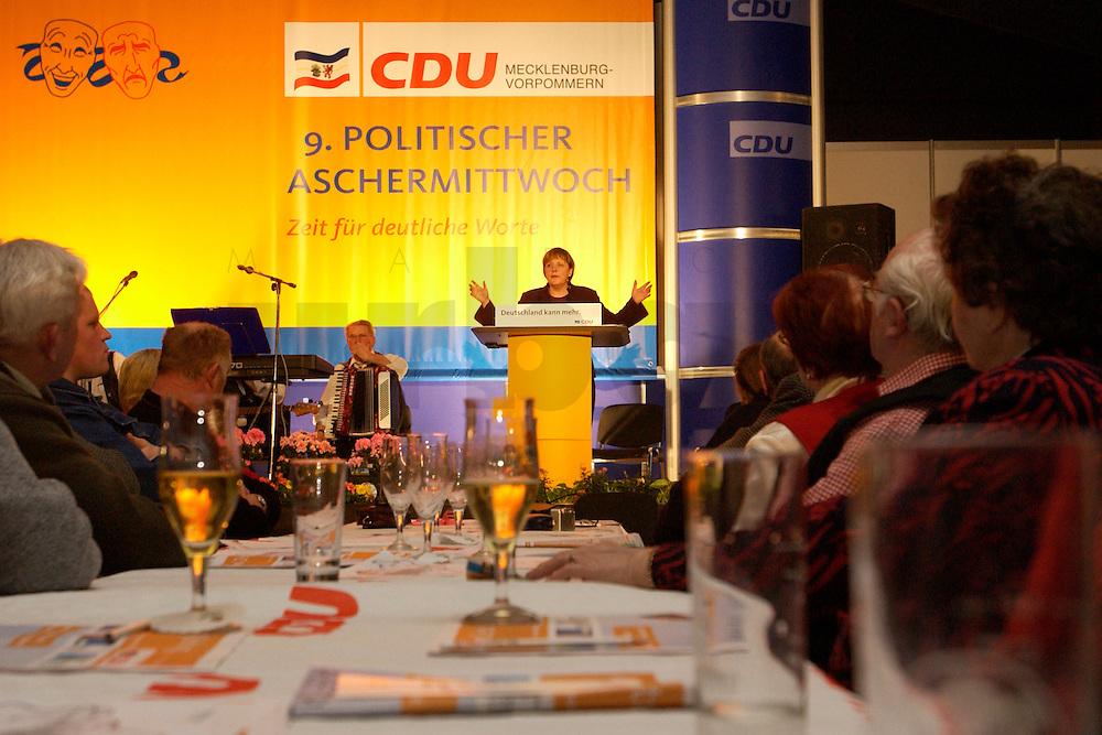 25 FEB 2004, DEMMIN/GERMANY:<br /> Angela Merkel, CDU Bundesvorsitzende, haelt eine Rede, Politischer Aschermittwoch der CDU Mecklenburg-Vorpommern, Tennis- und Squash Center Demmin<br /> IMAGE: 20040225-02-032<br /> KEYWORDS: speech, Zuhoerer, Zuh&ouml;rer, G&auml;ste, Gaeste
