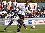 FODBOLD: Jeppe Christiansen (Helsingør) sparker væk under kampen i Danmarksserien, pulje 1, mellem Elite 3000 Helsingør og B.1903 den 20. september 2009 på Helsingør Stadion. Foto: Claus Birch