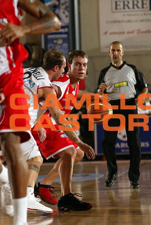DESCRIZIONE : Biella Lega A1 2008-09 Angelico Biella Bancatercas Teramo<br /> GIOCATORE : Ryan Hoover<br /> SQUADRA : Bancatercas Teramo<br /> EVENTO : Campionato Lega A1 2008-2009 <br /> GARA : Angelico Biella Bancatercas Teramo  <br /> DATA : 19/10/2008 <br /> CATEGORIA : Palleggio<br /> SPORT : Pallacanestro <br /> AUTORE : Agenzia Ciamillo-Castoria/E.Pozzo