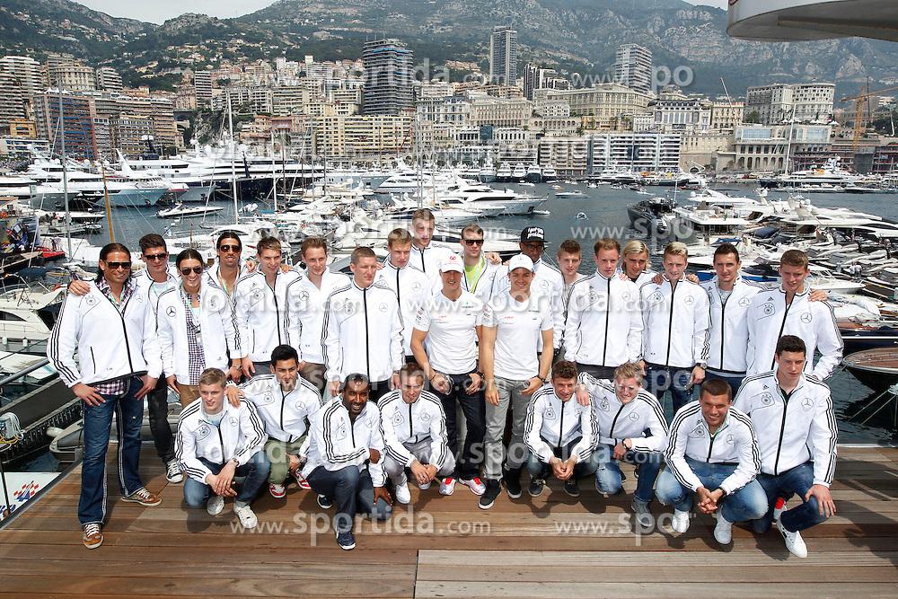 FORMEL 1: GP von Monaco, Monte Carlo, 27.05.2012<br /> Die deutsche Fussball Nationalmannschaft trifft Michael Schumacher und Nico Rosberg (beide GER, Mercedes GP) vor der Kulisse des Yachthafens<br /> &Atilde;ƒ&acirc;€š&Atilde;'&Acirc;&copy; pixathlon