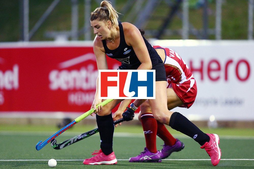 New Zealand, Auckland - 20/11/17  <br /> Sentinel Homes Women&rsquo;s Hockey World League Final<br /> Harbour Hockey Stadium<br /> Copyrigth: Worldsportpics, Rodrigo Jaramillo<br /> Match ID: 10300 - NZL vs USA<br /> Photo: (4) MERRY Olivia against (28) van SICKLE Caitlin