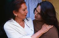 Pakistan - Hijra, les demi-femmes du Pakistan - Chandni Mehwish et sa compagne Sonia, veritable Hijra et sa photo jeune. // Pakistan. Punjab province. Hijra, the half woman of Pakistan. Chandni Mehwish and Sonia.