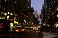 21 NOV 2003, NEW YORK/USA:<br /> Strasse und Hochhaeuser bei Nacht, Manhatten, New York<br /> IMAGE: 20031121-02-057<br /> KEYWORDS: Nachts, Wolkenkratzer, Nachtaufnahme