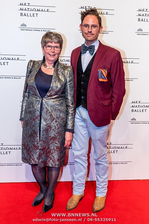NLD/Amsterdam/20170320 - Onegin – Het Nationale Ballet premiere, Edwin Oudshoorn met zijn moeder