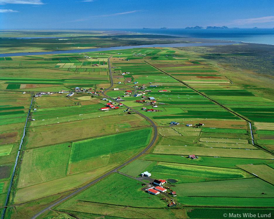 Þykkvibær séð til suðausturs, Rangárþing ytra áður Djúpárhreppur. Vestmannaeyjar í bakgrunni  / Thykkvibaer viewing southeast, Rangarthing ytra former Djuparhreppur. Vestmnannaeyjar - Eestman Islands in background.