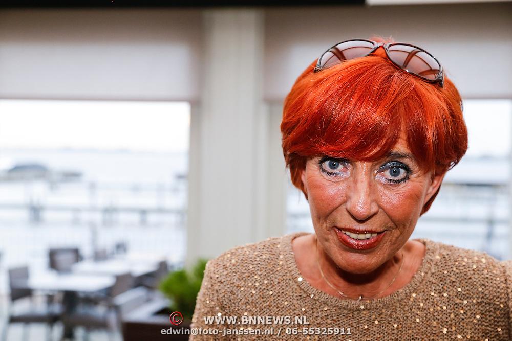 NLD/Loosdrecht/20121126 - CD uitreiking Anneke Gronloh, Trea Dobbs