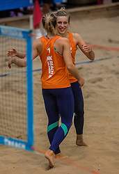 08-01-2017 NED: NK Beachvolleybal Indoor, Aalsmeer<br /> Finale NK Indoor - Marloes Wesselink #2, Laura Bloem #1