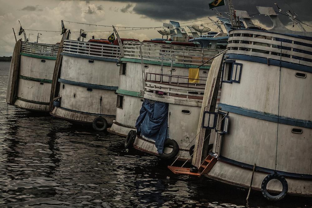 Brazil, Amazonas, rio Negro, Manaus. Port flottant.