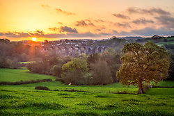© Licensed to London News Pictures. 27/10/2014. Pensford, Somerset, UK. Autumn sunrise over the Chew Valley near Pensford in Somerset. Pensford viaduct is seen in the distance. Photo credit : Rob Arnold/LNP
