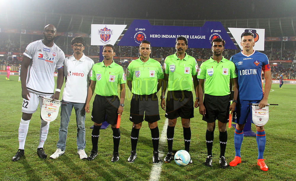 Mohd Sissoko of FC Pune City and Lucio of FC Goa during the toss of the match 8 of the Indian Super League (ISL) season 3 between FC Goa and FC Pune City held at the Fatorda Stadium in Goa, India on the 8th October 2016.<br /> <br /> Photo by Vipin Pawar / ISL/ SPORTZPICS