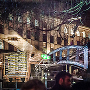 Il Candem Lock visto dalla vetrina di un pub di Candem<br /> <br /> The view of Camden Lock from a pub's window display.