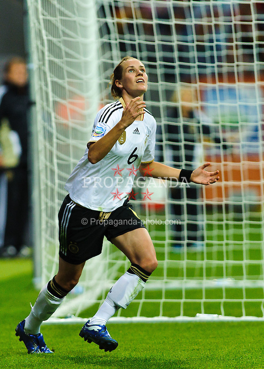30.06.2011, Commerzbank-Arena, Frankfurt, GER, FIFA Women Worldcup 2011, GRUPPE A, Deutschland (GER) vs. Nigeria (NGR) , im Bild Simone Laudehr (Deutschland #6, Duisburg) Torschuetze,  // during the FIFA Women Worldcup 2011, Pool A, Germany vs. Nigeria on 2011/06/30, Commerzbank-Arena, Frankfurt, Germany. EXPA Pictures © 2011, PhotoCredit: EXPA/ nph/  Roth       ****** out of GER / CRO  / BEL ******