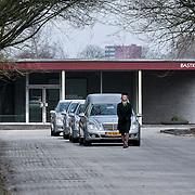 NLD/Amsterdam/20110312 - Uitvaart Ria Alberti, aankomst rouwauto's