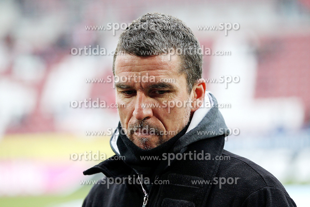 "28.01.2012, SGL Arena, Augsburg, GER, 1. FBL, FC Augsburg vs 1. FC Kaiserslautern, 19. Spieltag, im Bild Trainer Marco KURZ (Kaiserslautern) // during the football match of the german ""Bundesliga"", 19th round, between FC Augsburg and 1. FC Kaiserslautern, at the SGL Arena, Augsburg, Germany on 2012/01/28. EXPA Pictures © 2012, PhotoCredit: EXPA/ Eibner/ Peter Fastl..***** ATTENTION - OUT OF GER *****"