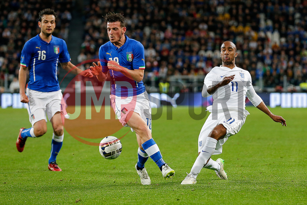 Alessandro Florenzi of Italy blocks a cross from Fabian Delph of England - Photo mandatory by-line: Rogan Thomson/JMP - 07966 386802 - 31/03/2015 - SPORT - FOOTBALL - Turin, Italy - Juventus Stadium - Italy v England - FIFA International Friendly Match.