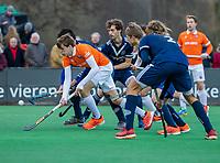 BLOEMENDAAL - Casper van der Veen (Bldaal) tijdens de competitie hoofdklasse hockeywedstrijd heren, Bloemendaal-Pinoke (3-2)   COPYRIGHT KOEN SUYK