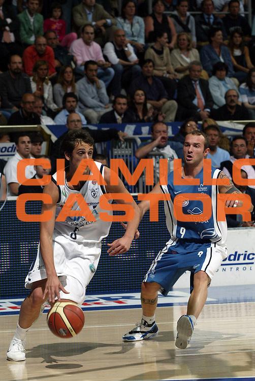 DESCRIZIONE : Bologna Lega A1 2005-06 Play Off Semifinale Gara 3 Climamio Fortitudo Bologna Carpisa Napoli<br /> GIOCATORE : Belinelli<br /> SQUADRA : Climamio Fortitudo Bologna<br /> EVENTO : Campionato Lega A1 2005-2006 Play Off Semifinale Gara 3<br /> GARA : Climamio Fortitudo Bologna Carpisa Napoli<br /> DATA : 07/06/2006 <br /> CATEGORIA : Penetrazione Palleggio<br /> SPORT : Pallacanestro <br /> AUTORE : Agenzia Ciamillo-Castoria/L.Villani<br /> Galleria : Lega Basket A1 2005-2006 <br /> Fotonotizia : Napoli Campionato Italiano Lega A1 2005-2006 Play Off Semifinale Gara 3 Climamio Fortitudo Bologna Carpisa Napoli<br /> Predefinita :