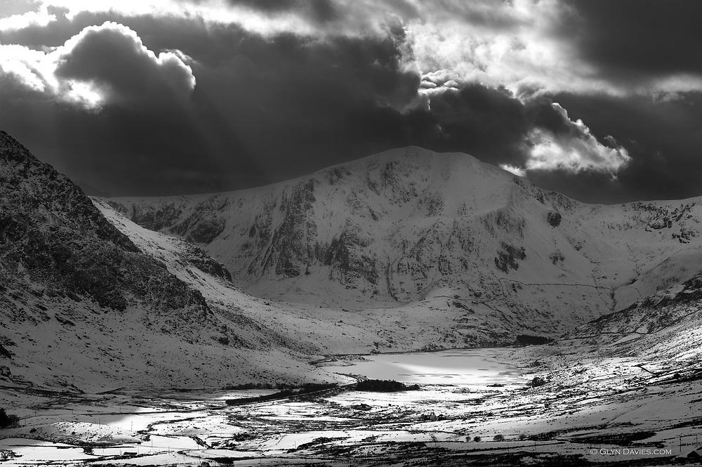 Llyn Ogwen and Y Garn in a cold winter.