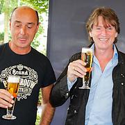 NLD/Laren/20120615 - Onthulling Erik de Zwart bier, Erik proeft van zijn biertje