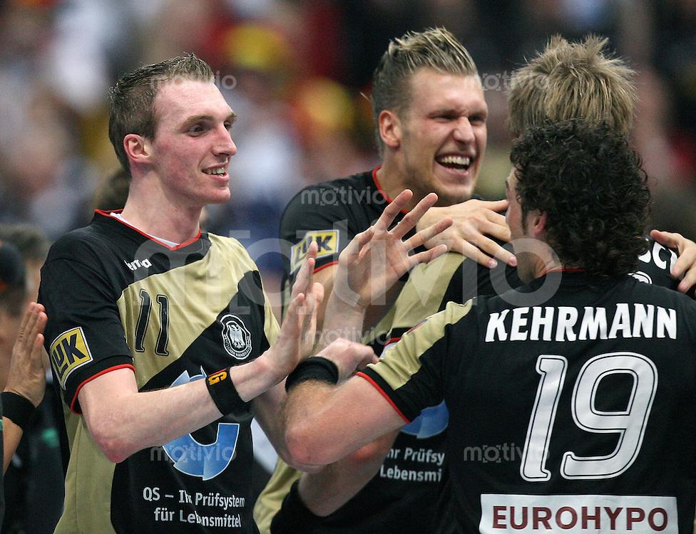 Handball-WM 2007   VIERTELFINALE   Spanien - Deutschland            Holger GLANDORF, Lars KAUFMANN, Oliver ROGGISCH und Florian KEHRMANN (v.l, alle GER) jubeln