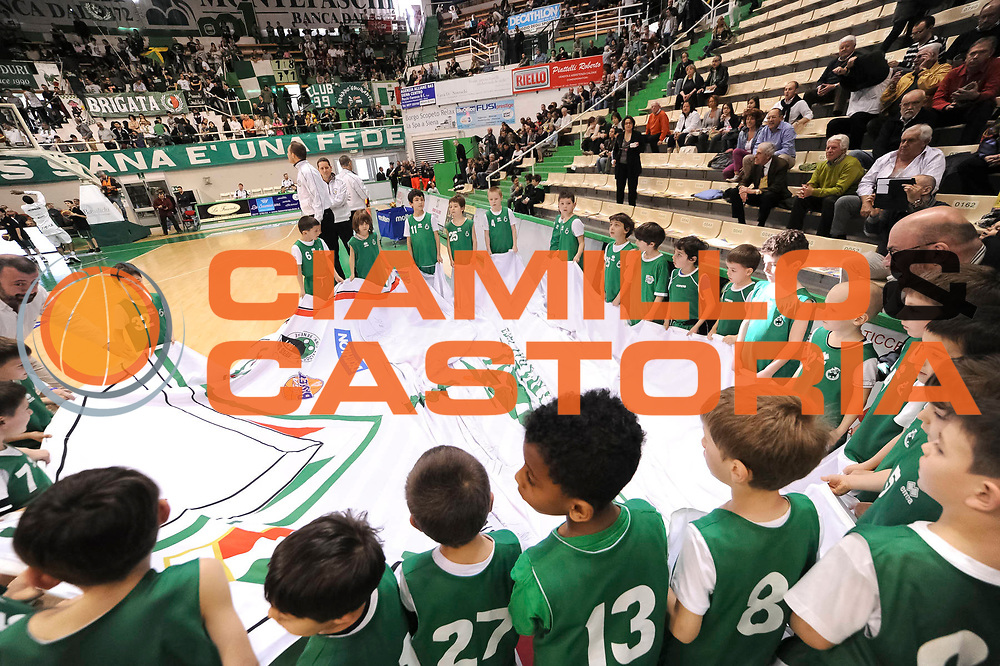 DESCRIZIONE : Siena Lega A 2012-13 Montepaschi Siena Oknoplast Bologna<br /> GIOCATORE : <br /> CATEGORIA : pre game curiosita <br /> SQUADRA : <br /> EVENTO : Campionato Lega A 2012-2013 <br /> GARA : Montepaschi Siena Oknoplast Bologna<br /> DATA : 14/04/2013<br /> SPORT : Pallacanestro <br /> AUTORE : Agenzia Ciamillo-Castoria/N. Dalla Mura<br /> Galleria : Lega Basket A 2012-2013<br /> Fotonotizia : Siena Lega A 2012-13 Montepaschi Siena Oknoplast Bologna