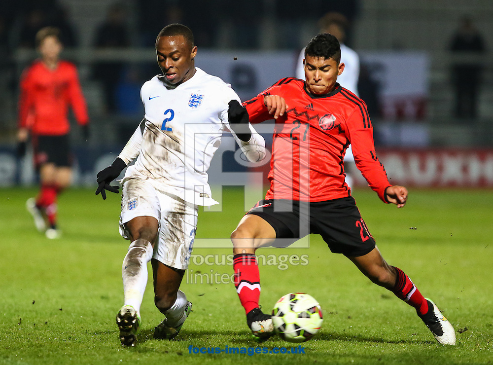 Moses Odubajo of England U20 (left) and Orbelin Pineda Alvarado of Mexico U20 during the International Friendly match at The Hive Stadium, Harrow<br /> Picture by David Horn/Focus Images Ltd +44 7545 970036<br /> 25/03/2015