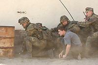 16 OCT 2001, BERLIN/GERMANY:<br /> Bundeswehrsoldaten waehrend der Ausbildung des KFOR-Einsatzverbandes, hier mit ziviler Person unter feindlichem Beschuss, Infanterieschule des Heeres, Hammelburg<br /> IMAGE: 20011016-01-033<br /> KEYWORDS: Bundeswehr, Armee, Soldat, soldier
