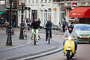 Fietsers rijden bij het Janskerkhof in Utrecht.<br /> <br /> Cyclists at the Janskerkhof in Utrecht.