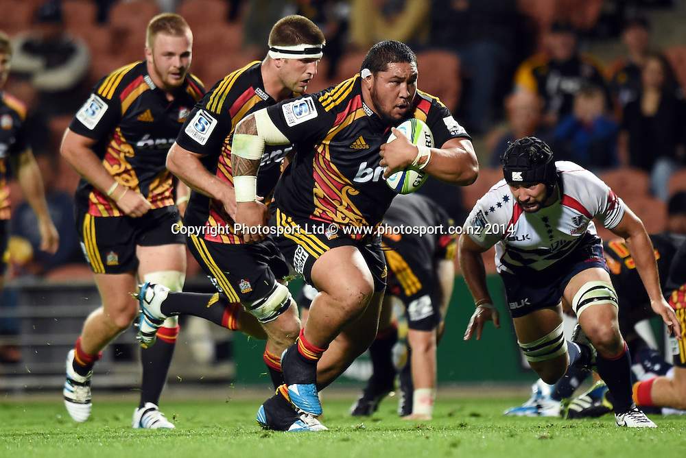 Ben Tameifuna on the charge. Chiefs v Rebels. Super Rugby. Waikato Stadium, Hamilton, New Zealand on Saturday 12 April 2014. Photo: Andrew Cornaga/www.Photosport.co.nz