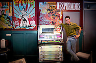 AMSTERDAM - Douwe Bob poseert in zijn Fool Bar in Amsterdam. ANP KIPPA ROBIN UTRECHT