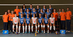 25-06-2013 VOLLEYBAL: NEDERLANDS VROUWEN VOLLEYBALTEAM: ARNHEM<br /> Selectie Oranje vrouwen seizoen 2013-2014 / Teamfoto met staf<br /> ©2013-FotoHoogendoorn.nl