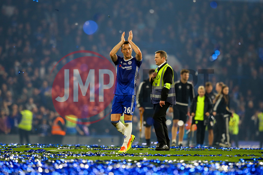 John Terry of Chelsea, Chelsea celebrate at the end of the match, final score Chelsea 4-3 Watford - Mandatory by-line: Jason Brown/JMP - 15/05/2017 - FOOTBALL - Stamford Bridge - London, England - Chelsea v Watford - Premier League