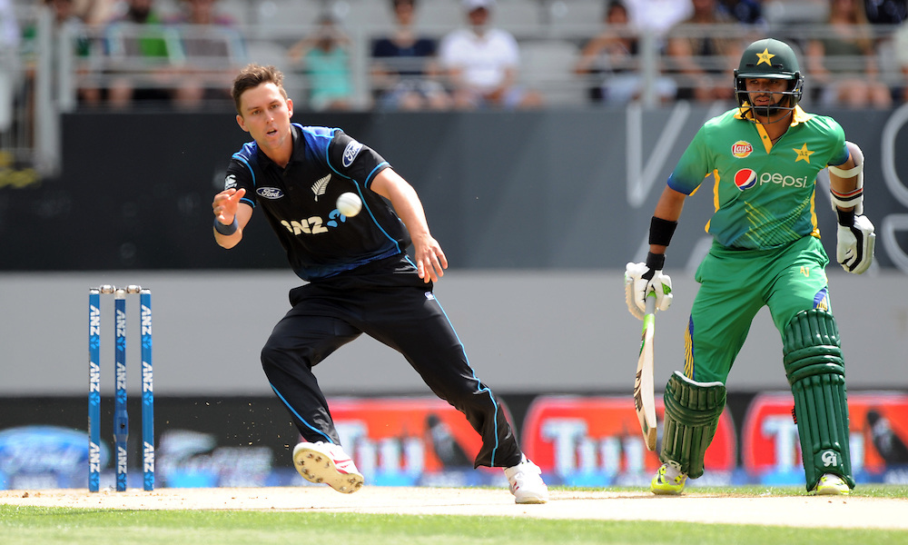New Zealand's Trent Boult fields off his own bowling in front of Pakistan's Azhar Ali in the 3rd ODI International Cricket match at Eden Park, Auckland, New Zealand, Sunday, January 31, 2016. Credit:SNPA / Ross Setford