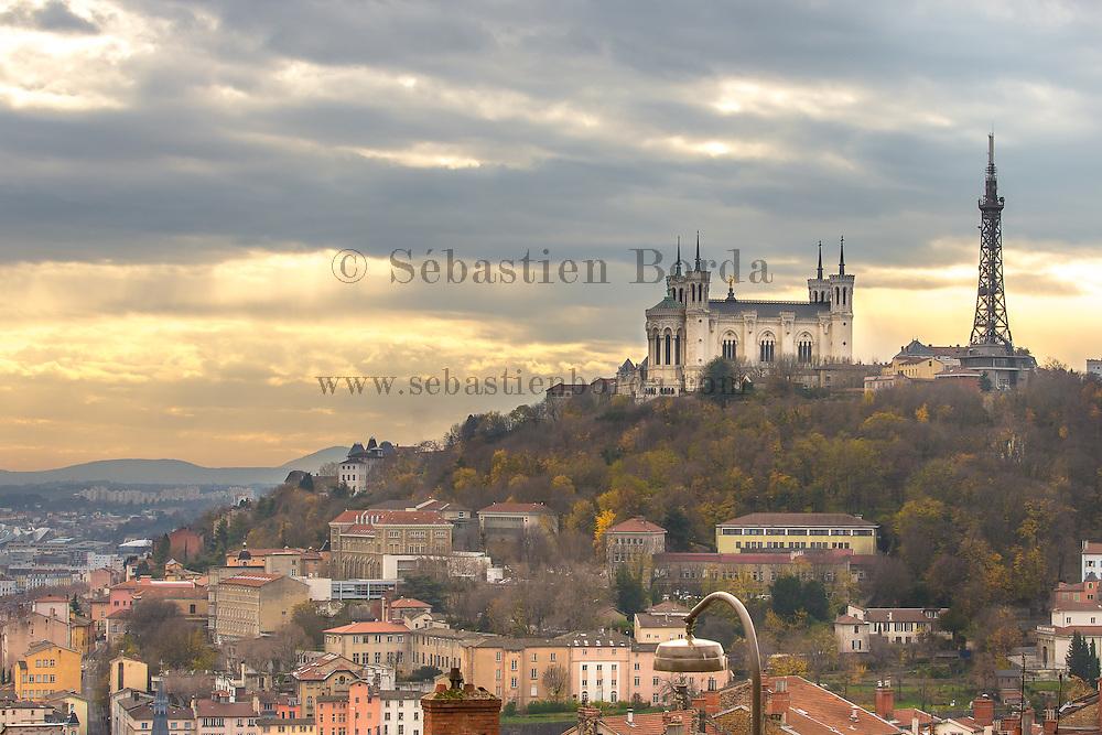 Vue sur la basilique Notre-Dame de Fourvière depuis le quartier de la Crois-Rousse  // View of Notre-Dame de Fourvière basilica from la Crois-Rousse area