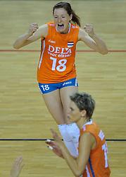29-10-2011 VOLLEYBAL: NEDERLAND - BELGIE: ALMERE<br /> De eerste oefenwedstrijd als voorbereiding op het pre OKT wordt met 3-0 gewonnen van Belgie / Lonneke Sloetjes <br /> ©2011-WWW.FOTOHOOGENDOORN.NL