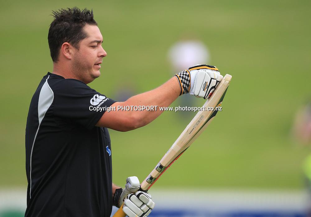 Jesse Ryder. New Zealand Black Caps v Pakistan, Match 2. Twenty 20 Cricket match at Seddon Park, Hamilton, New Zealand. Tuesday 28 December 2010. Photo: Andrew Cornaga/photosport.co.nz
