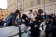 Roma  25 Novembre 2013<br /> Staminali, la protesta dei malati.<br />  Il movimento di sostegno al trattamento con cellule staminali pro-Stamina manifesta  nel centro di Roma. Gli attivisti della associazione 'Civico 117A' hanno invaso Via del Tritone e Via del Corso, vicino al Palazzo Chigi, bloccando il traffico. I manifestanti cercano di raggiungere l'entrata del Parlamento<br /> Roma, Italy. 25th November 2013 -- The pro-Stamina stem cell treatment support movement demonstrates in the center of Rome. Activists of the 'Civic 117A' association have invaded Via del Tritone and Via del Corso, near the Chigi Palace, blocking traffic.The protesters trying to reach the entrance of Parliament