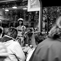 AMBIGUITIES OF PARIS - AMBIGUEDADES PARISINAS.Paris - France 2008.(Copyright © Aaron Sosa)