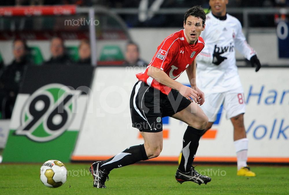 FUSSBALL   INTERNATIONALES FREUNDSCHAFTSSPIEL   SAISON 2008/2009  Hannover 96 - AC Mailand                        21.01.2009 Mario EGGIMANN (Hannover 96) Einzelaktion am Ball