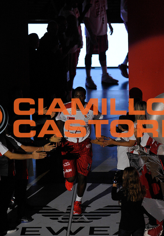 DESCRIZIONE : Milano Lega A 2015-16 EA7 Emporio Armani Olimpia Milano - Openjobmetis Varese<br /> GIOCATORE : Jamel McLean<br /> CATEGORIA : curiosita'<br /> SQUADRA : EA7 Emporio Armani Olimpia Milano<br /> EVENTO : Campionato Lega A 2015-2016 GARA : EA7 Emporio Armani Olimpia Milano - Openjobmetis Varese <br /> DATA : 11/10/2015 <br /> SPORT : Pallacanestro <br /> AUTORE : Agenzia Ciamillo-Castoria/A.Scaroni<br /> Galleria : Lega Basket A 2015-2016 Fotonotizia : Milano Lega A 2015-16 EA7 Emporio Armani Olimpia Milano - Openjobmetis Varese