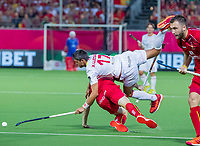 ANTWERPEN - Xavier Lleonart (Esp) gaat neer over Tom Boon (Belgie)  tijdens finale mannen  Belgie-Spanje-,  bij het Europees kampioenschap hockey.  COPYRIGHT KOEN SUYK