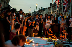 © London News Pictures.  London, UK. 19/06/2017: Members of the public hold a vigil outside the Houses of Parliament in London for those who lost their lives in the Grenfell Tower Block fire in Notting hill last week. Photo credit: Guilhem Baker/LNP