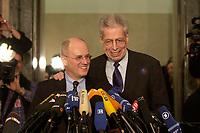 14 DEC 2003, BERLIN/GERMANY:<br /> Volker Kauder (L), CDU, 1. Parl. Geschaeftsfuehrer der CDU/CSU BT-Fraktion, und Henning Scherf (R), SPD, 1. Buergermeister Bremen, waehrend einem Pressestatement von Kauder zum Verlauf der Sitzung des Vermittlungsausschusses, Bundesrat<br /> IMAGE: 20031214-01-102<br /> KEYWORDS: Mikrofon, microphone