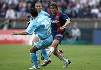 Fotball<br /> Paris St. Germain v Olympique Marseille<br /> 25. april 2004<br /> Foto: Digitalsport<br /> NORWAY ONLY<br /> <br /> GABRIEL HEINTZE (PSG) / SERGIO KOKE / DEMETRIUS FERREIRA (OM)