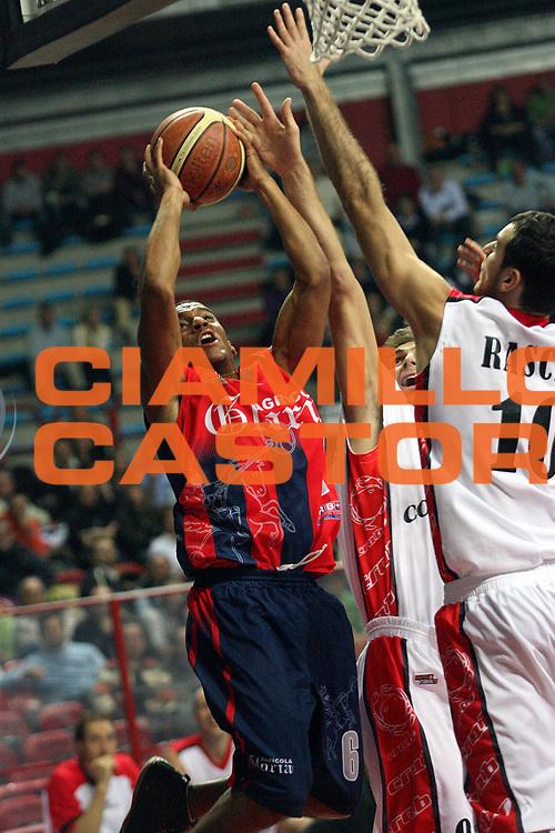 DESCRIZIONE : Montecatini Lega A2 2007-08 Agricola Gloria RB Montecatini Terme Coopsette basket Rimini<br /> GIOCATORE : Enodeh Oyabradoh<br /> SQUADRA : Agricola Gloria RB Montecatini Terme<br /> EVENTO : Campionato Lega A2 2007-2008<br /> GARA : Agricola Gloria RB Montecatini Terme Edimes Coopsette basket Rimini<br /> DATA : 18/11/2007<br /> CATEGORIA : Tiro<br /> SPORT : Pallacanestro<br /> AUTORE : Agenzia Ciamillo-Castoria/Stefano D'Errico<br /> Galleria : Lega Basket A2 2007-2008 <br /> Fotonotizia : Montecatini Lega A2 2007-2008 Agricola Gloria RB Montecatini Terme Coopsette basket Rimini<br /> Predefinita :