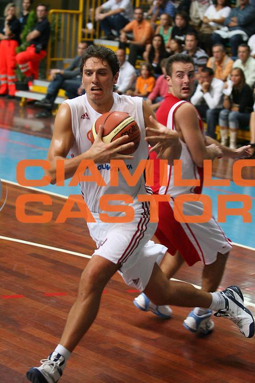 DESCRIZIONE : Busto Arsizio Precampionato Lega A1 2006-07 Trofeo Dream Team Whirlpool Varese Lottomatica Virtus Roma <br /> GIOCATORE : Giachetti <br /> SQUADRA : Lottomatica Virtus Roma <br /> EVENTO : Precampionato Lega A1 2006-2007 Trofeo Dream Team <br /> GARA : Whirlpool Varese Lottomatica Virtus Roma <br /> DATA : 24/09/2006 <br /> CATEGORIA : Penetrazione <br /> SPORT : Pallacanestro <br /> AUTORE : Agenzia Ciamillo-Castoria/G.Ciamillo