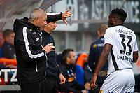 1. divisjon fotball 2018: Aalesund - Åsane (1-0). Åsanes trener Mons Ivar Mjelde gir instrukser til Dennis Antwi i kampen i 1. divisjon i fotball mellom Aalesund og Åsane på Color Line Stadion.