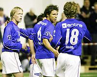 Fotball , 22. januar 2005 , Eliteturnering Østfoldhallen , Vålerenga - Viborg Freddy dos Santos blir gratulert av Jan Derek Sørensen og Steinar Strømnes etter sitt 6-0 mål Foto: Kasper Wikestad