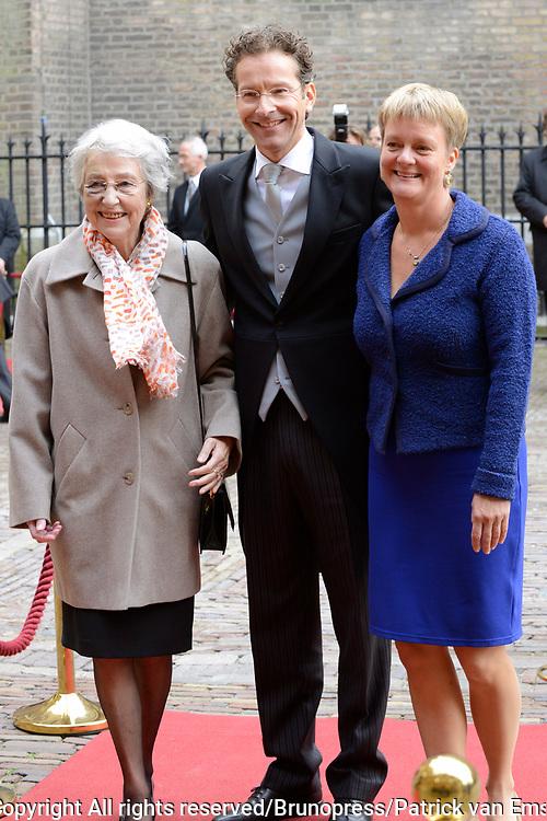 Prinsjesdag 2013 - Aankomst Parlementari&euml;rs bij de Ridderzaal op het Binnenhof.<br /> <br /> Op de foto: Jeroen Dijsselbloem - minister van Financi&euml;n met zijn partner en moeder