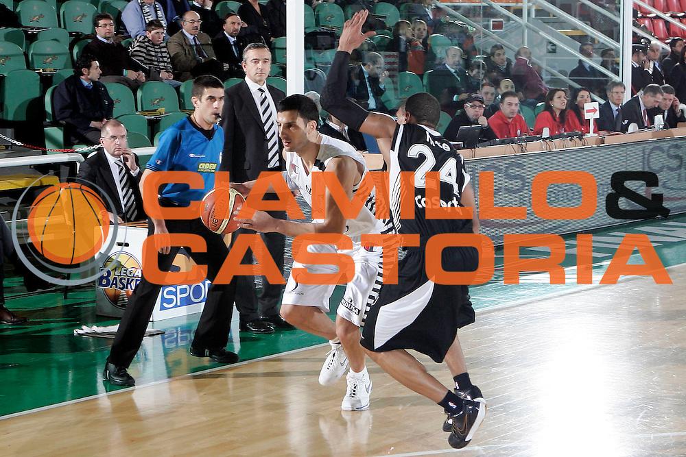 DESCRIZIONE : Avellino Final 8 Coppa Italia 2010 Quarto di Finale Pepsi Caserta Canadian Solar Virtus Bologna<br /> GIOCATORE : Dusan Vukcevic<br /> SQUADRA : Canadian Solar Virtus Bologna<br /> EVENTO : Final 8 Coppa Italia 2010 <br /> GARA : Pepsi Caserta Canadian Solar Virtus Bologna<br /> DATA : 18/02/2010<br /> CATEGORIA : palleggio<br /> SPORT : Pallacanestro <br /> AUTORE : Agenzia Ciamillo-Castoria/A.De Lise<br /> Galleria : Lega Basket A 2009-2010 <br /> Fotonotizia : Avellino Final 8 Coppa Italia 2010 Quarto di Finale Pepsi Caserta Canadian Solar Virtus Bologna<br /> Predefinita :